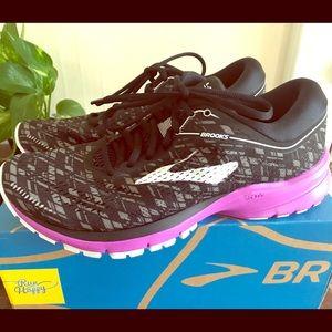 Women's Brooks Size 10 B sneakers